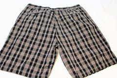 Men's 38 Perry Ellis Shorts Plaid Black Brown Gray Casual Cargo Check in Kingwood, Texas