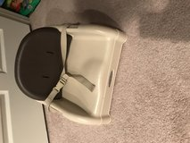 Graco kitchen booster seat in Glendale Heights, Illinois