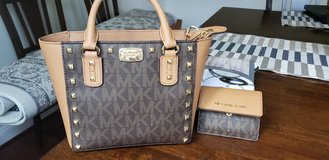 Michael Kors small purse and wallet in Fort Belvoir, Virginia
