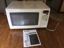 Sharp Carousel Countertop Microwave Oven 1.1 cubic ft -  Works Perfectly!; with Manual in Cherry Point, North Carolina