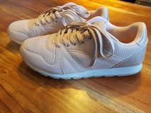 Womens Sneaker SZ 7US 37EU in Ramstein, Germany