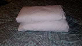 2x Pice White King Size Sheets in Ramstein, Germany