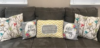 Couch Throw Pillows in Travis AFB, California