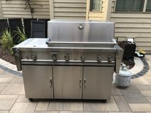 "33"" stainless steel propane grill in Westmont, Illinois"