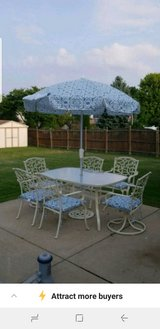 Umbrella and 6 cushions only in Bolingbrook, Illinois