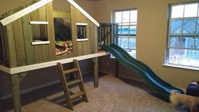 Treehouse bed with slide in Fort Hood, Texas