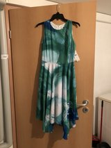 Size 4 Womens dresses in Grafenwoehr, GE