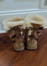 Uggs youth 4/women 6 in Bolingbrook, Illinois