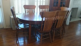Table & 6 chairs in Jacksonville, Florida