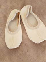 Gymnastic shoes kids size 24 US 8 in Ramstein, Germany