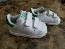Like NEW! Adidas Stan Smith Leather, Size 4 in Fort Campbell, Kentucky