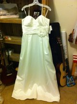 NWT Wedding dress with pockets:) in Fort Riley, Kansas