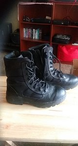 unisex boots in Fort Bliss, Texas