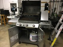 Weber Genesis 600 with both sear burner/ side burner in Roseville, California
