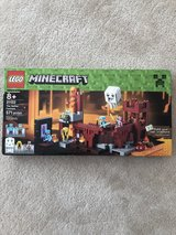 NEW Minecraft LEGO Set #21122 in Aurora, Illinois