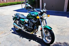 Like New 2000 triumph legend 900 TT motorcycle with only 4,210 original miles RARE in Temecula, California
