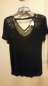 Sz Small Love on a Hanger Short Sleeve Top in Fort Leonard Wood, Missouri