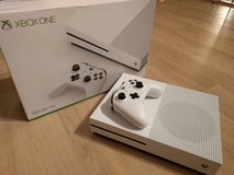XBOX One S - 500GB / 4K Gaming System in Stuttgart, GE
