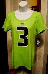 SEAHAWKS - WILSON - NIKE Women's Low Neck Neon T-Shirt (Medium) *** NEW in Fort Lewis, Washington