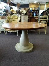 Pretty Dining Table in Sugar Grove, Illinois
