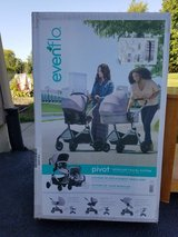 (NEW)Evenflo pivot modular travel system in Shorewood, Illinois