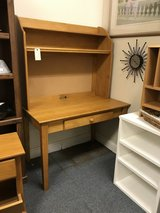 Computer desk with hutch in Glendale Heights, Illinois