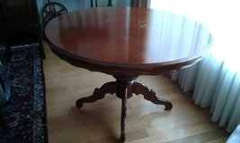 Round / Oval Dining Table in Baumholder, GE