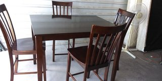 Solid wood tall table with 4 stools in good condition in El Paso, Texas