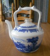 Teapot, small in Schaumburg, Illinois
