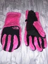 Women's M North Face gloves in Fort Campbell, Kentucky