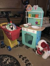 Toddler lot (kitchen and  chopping cart) in Belleville, Illinois