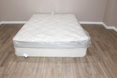 Queen size mattress- Hampton and Rhodes Danbury euro top in Tomball, Texas
