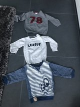 Sweaters (boys) size 12-18 months in Ramstein, Germany