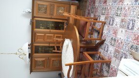 Dining room Jager schrank and dining table plus chairs in Baumholder, GE