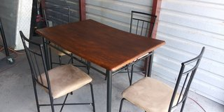 Breakfast table with 4 chairs in good condition in El Paso, Texas