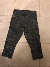 lululemon leggings SIZE 4 in Bellaire, Texas