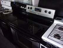 Whirlpool Accubake Electric Stove in Fort Riley, Kansas