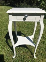 Small table in Glendale Heights, Illinois