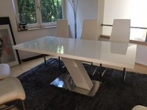 White table with 6 chairs in Stuttgart, GE