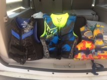 2 Stearns Youth Life Vest 50-90 lbs,  1 Youth Small in Beaufort, South Carolina