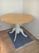 round dining table in Stuttgart, GE