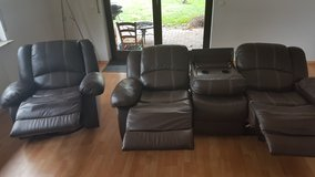 leather couch and recliner in Baumholder, GE