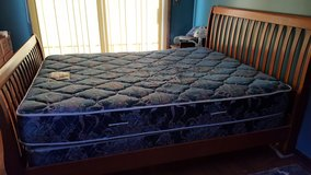 Queen size bed in Yorkville, Illinois