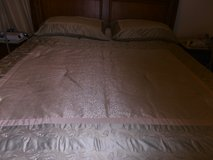 COMFORTER, KINGSIZE * SHAMS * DUST RUFFLE * LIKE NEW CONDITION. GREEN/BEIGE in Pleasant View, Tennessee