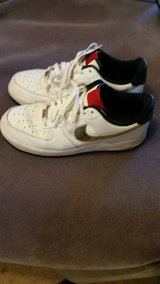 Sz 8.5 Women's Nike Air Shoes in Fort Leonard Wood, Missouri