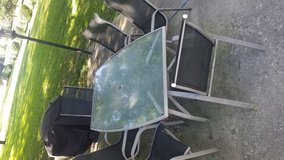 Patio table and chairs in Bolingbrook, Illinois