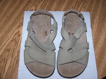 Women's SAS Sandals Shoes Like New Size 10W in New Lenox, Illinois