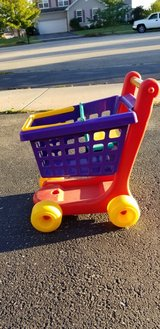 Good Condition Little Tikes Shopping Cart in Yorkville, Illinois