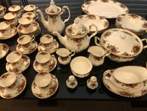 REDUCED **MINT COND**Royal Albert Old Country Rose 106 pc bone China in Houston, Texas