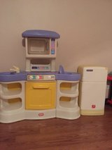 Play kitchen w/ fridge, and shopping cart in Fort Polk, Louisiana